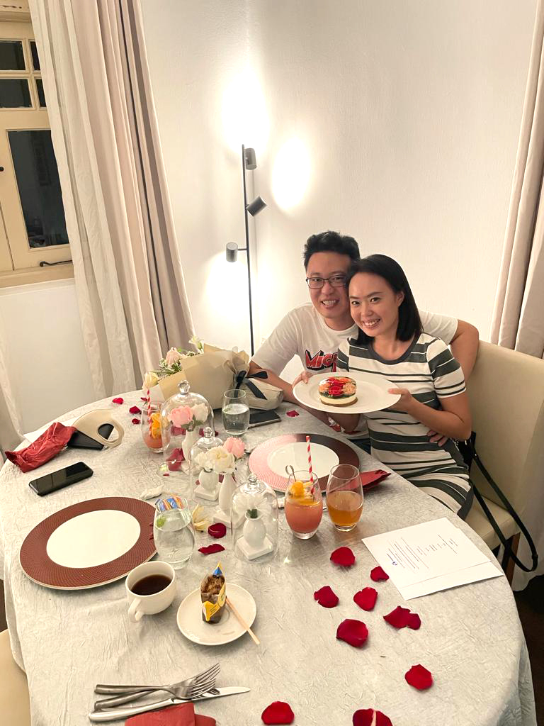 Couple holding a dish enjoying Esseplore's online event at their own home